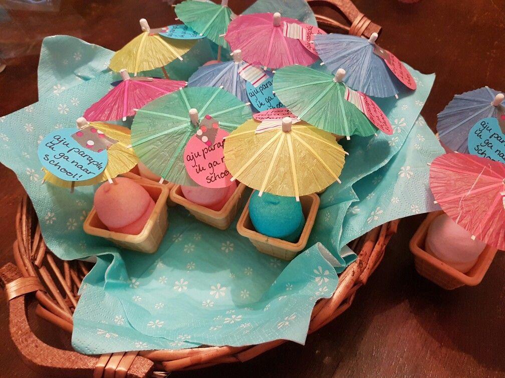 Top Traktatie 4 jaar 'Aju paraplu, ik ga naar school'   Bella 4 jaar  @HL89