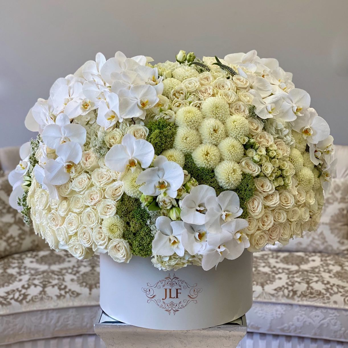 A Luxurious And Extra Grand Arrangement Is Just What She Needs Gorgeous Classic White Roses Are A In 2020 Same Day Flower Delivery Flower Delivery Floral Arrangements