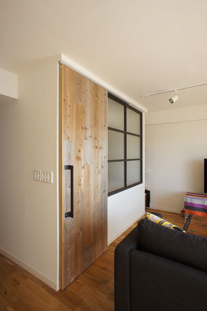 木製パネルドア おしゃれ ドア アパートのデザイン 引き戸 リビング