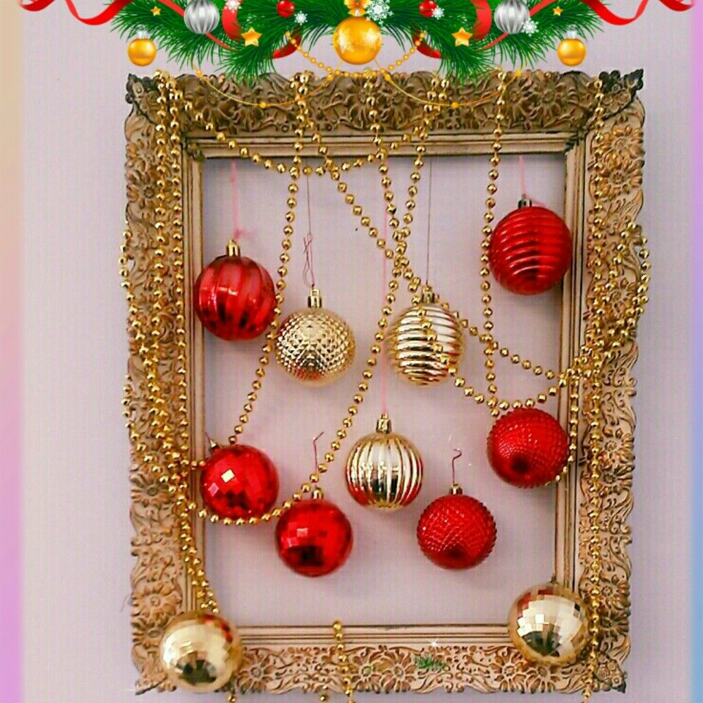Christmas photo frame ornament wreath. . . . . . .