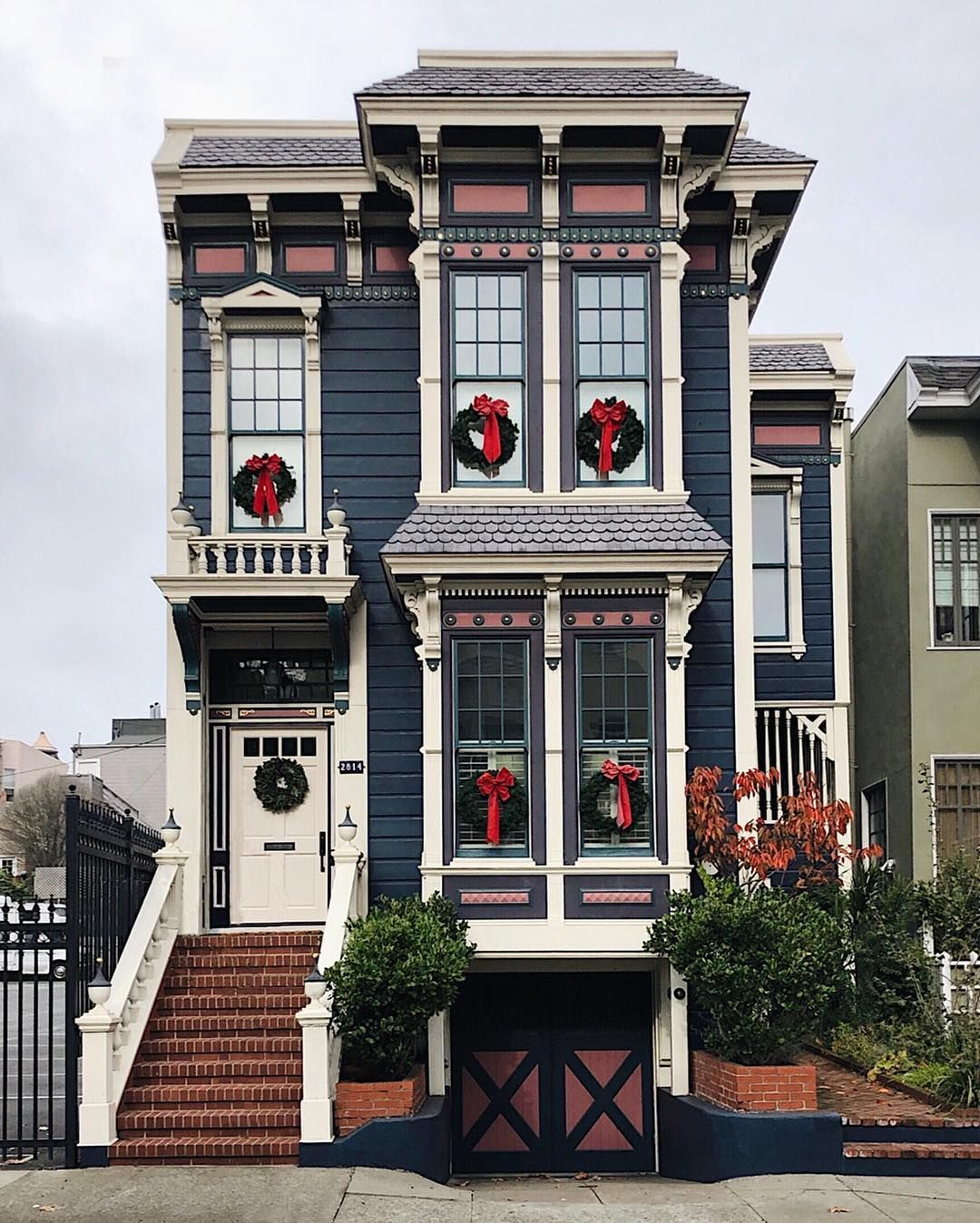 Restored Victorian Italianate Row House In San Francisco