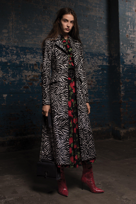 0a852099108e7 Michael Kors Collection Pre-Fall 2018 Fashion Show | Michael Kors ...