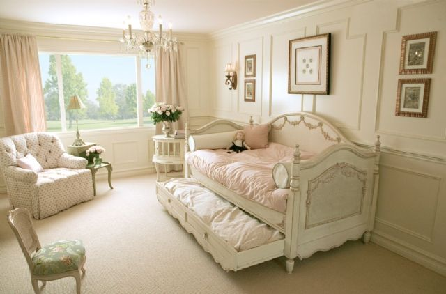 Divano Letto Shabby Chic : Love this shabby chic day bed with trundle love multi function