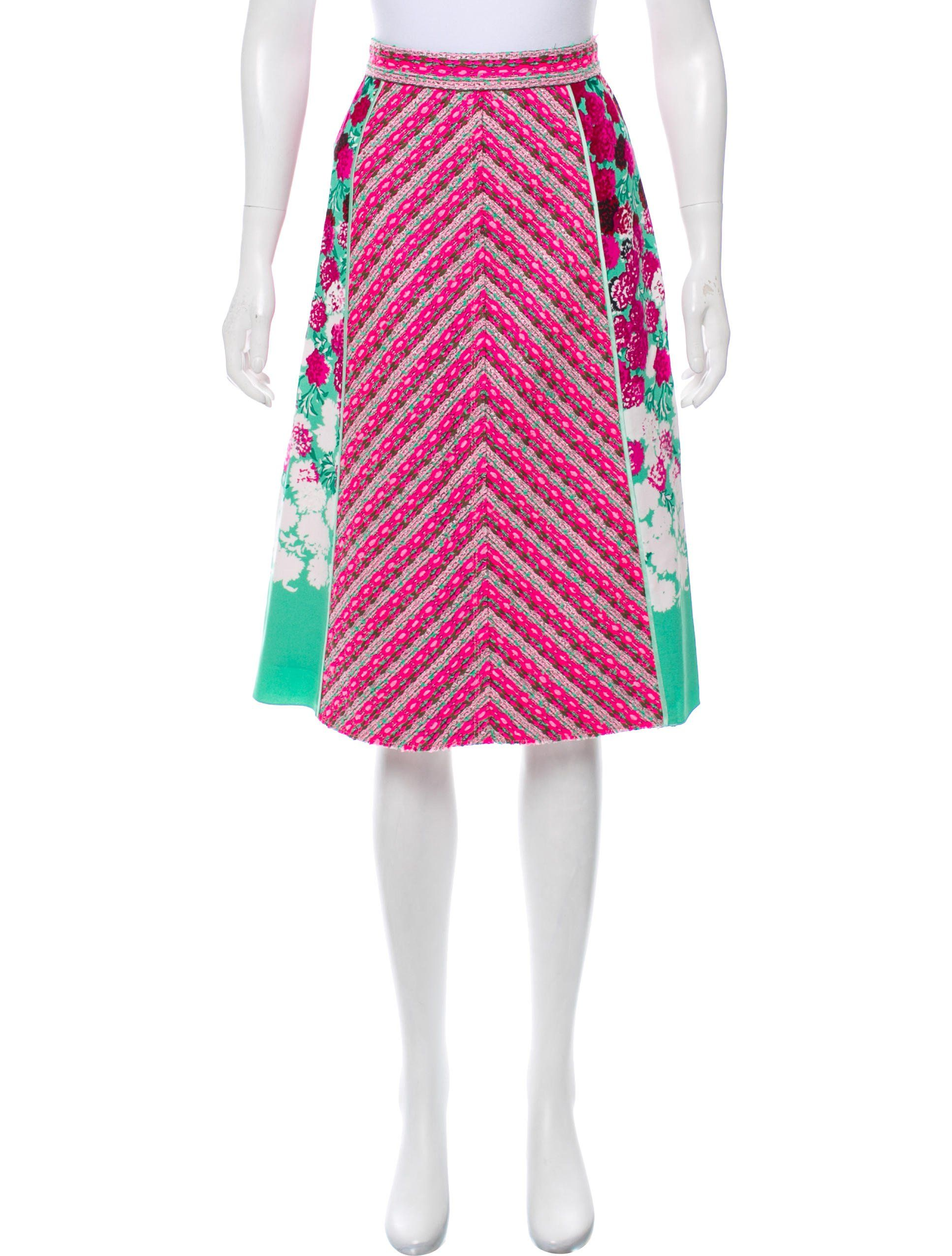 720a5c1b1a51 Pink, green and white Marc Jacobs tweed knee-length skirt with floral print  at sides, zip closure and hook-and-eye latch closures at back.