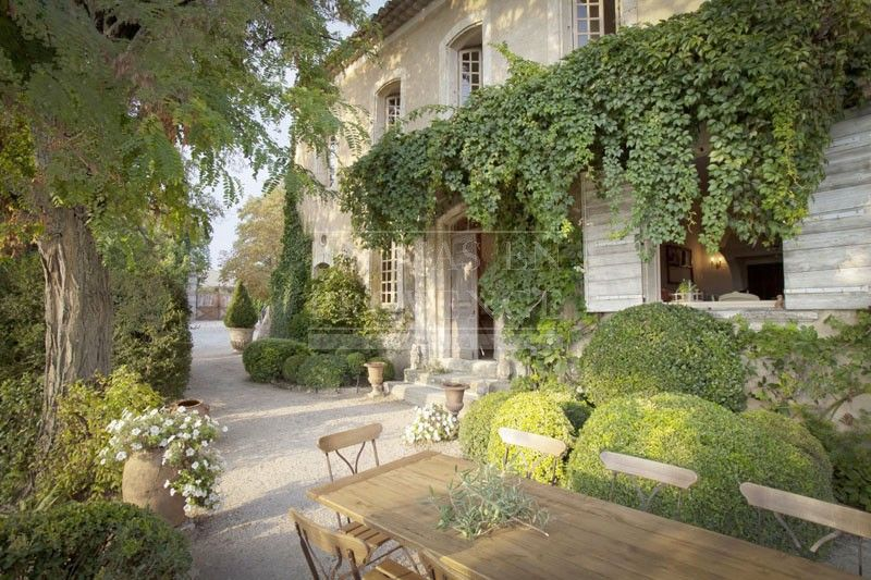 bastide luberon une maison dans le luberon pinterest bastide luberon et provence. Black Bedroom Furniture Sets. Home Design Ideas