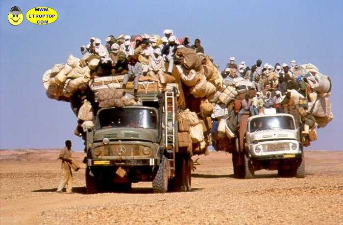 Overcrowded Bus in Nigeria | auriez pas une tit place?