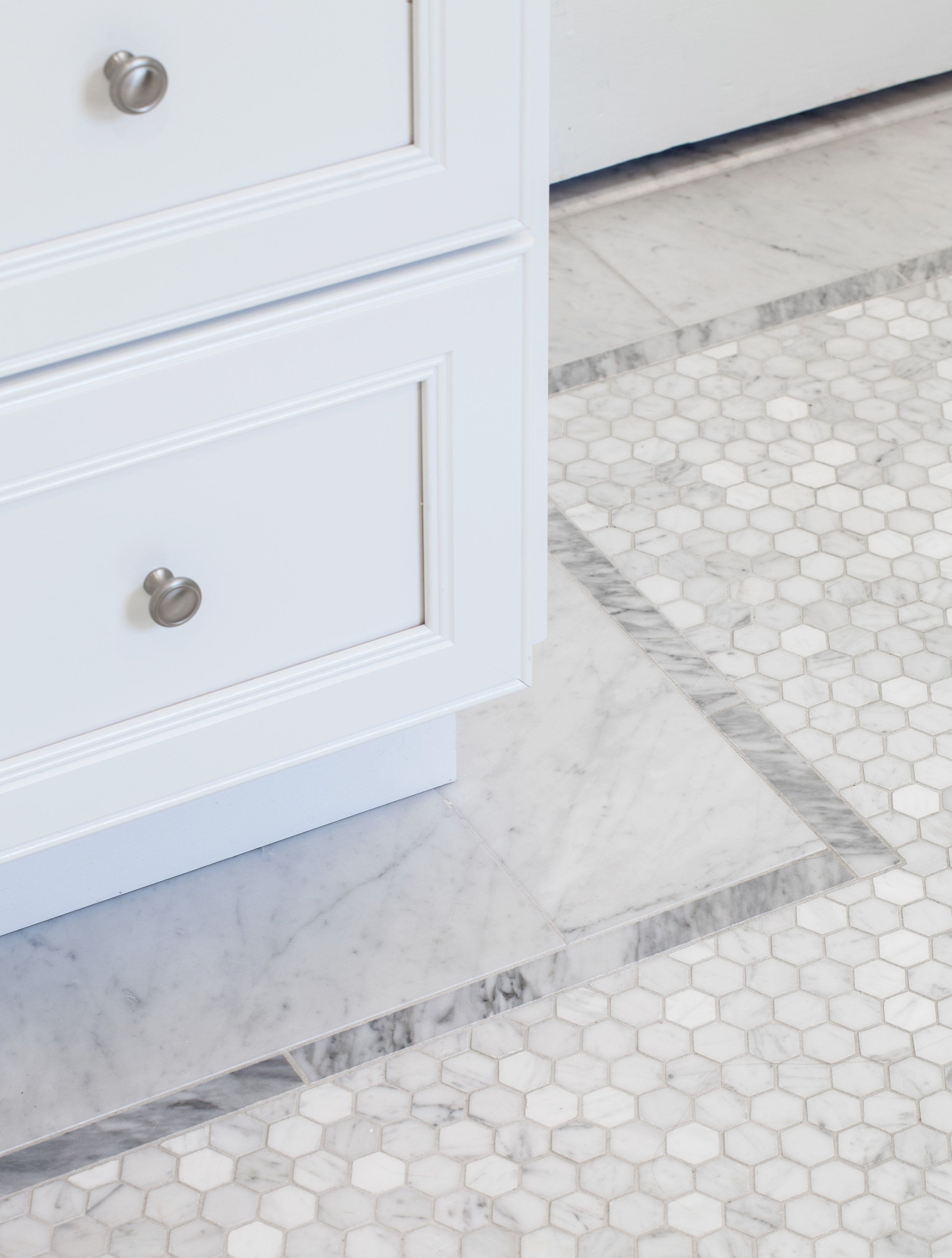 Carrera Hexagon Mosaic Floor Border | Marble Mosaic Bathroom Floor ...