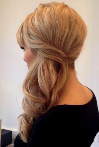 Peinado recogido de lado con ondas