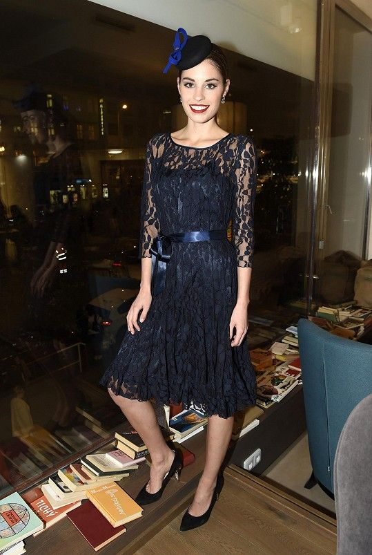 Stejné šaty jako Tereza Budková oblékla i Kate Middleton.  f24fbe0ae2
