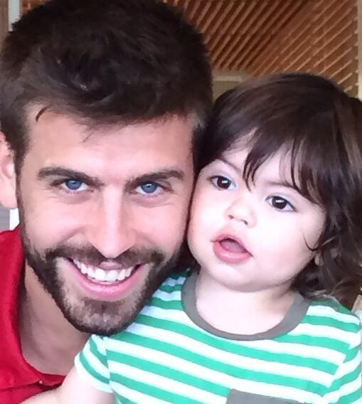 Shakira Compartilha Nova Foto do Filho Milan Com Gerard Piqué! ♥  Descubra o motivo: http://evpo.st/1ouYJQE