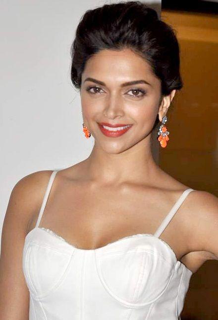Deepika Padukone Wikipedia The Free Encyclopedia Beautiful Indian Actress Bollywood Actress Deepika Padukone