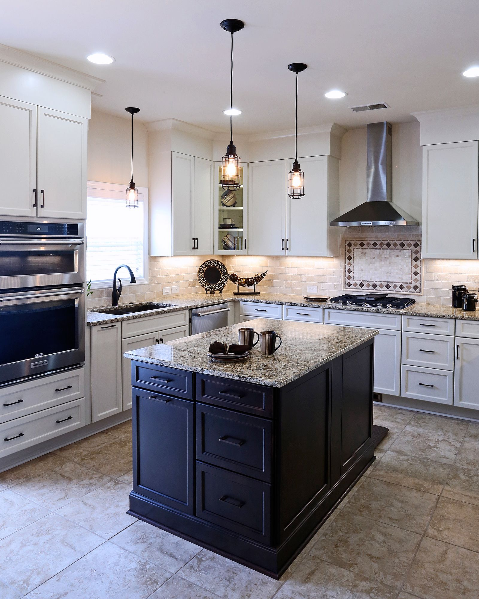 A Great Kitchen You And Your Visitors Would Love To Dine In Check Out This Crite Kitchen Pro Kitchen Remodeling Services Online Kitchen Cabinets Condo Kitchen