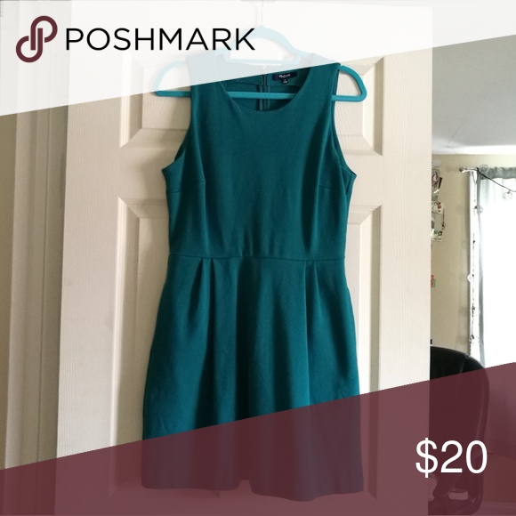 Madewell Green dress Jersey knit, fitted bodice, flared skirt, pockets Madewell Dresses Midi
