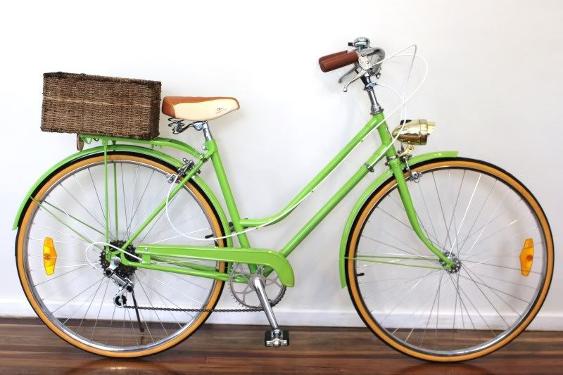 Would Be A Happy Girl To Have This Lime Green Bike In My Life Vintage Bikes Vintage Bicycles Pretty Bike