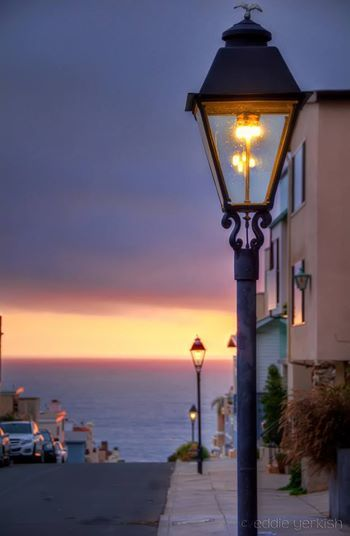 Beautiful Natural Gas Street Lamps Glowing In The Fading Days Light Beautiful Photo By