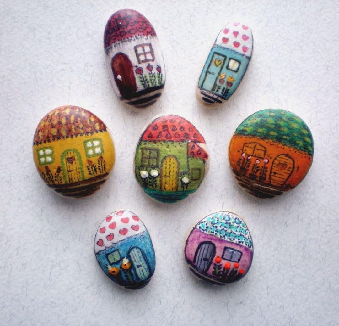 "RepostBy @bikiline: ""Miniature stone house ..... #workinprogress #paintedstones #rocks #stones #pebbles #paintedstonejewelry #uniquegift #littlehouses #miniaturepainting #stoneart #artwork #paintedpebbles #rockhouse #paintedhouse"" (via #InstaRepost @AppsKottage)"