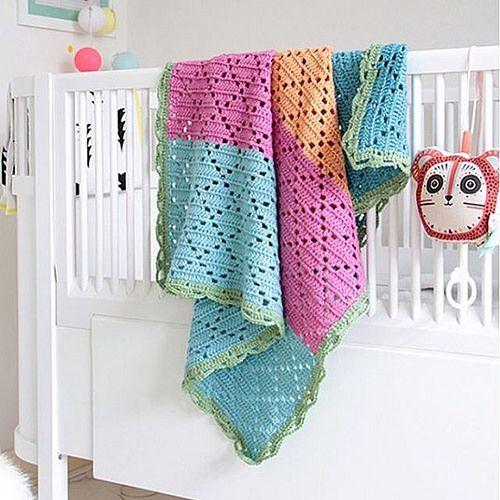 #goodnight 20% discount on this gorgeous hand made crochet baby blanket // #buonanotte 20% di sconto su questa meravigliosa copertina all'uncinetto realizzata a mano ⭐️ #idainteriorlifestyle #crochet #ganchillo #idajanuary2016 #sale #wool #etsyshop # | por IDA Interior LifeStyle
