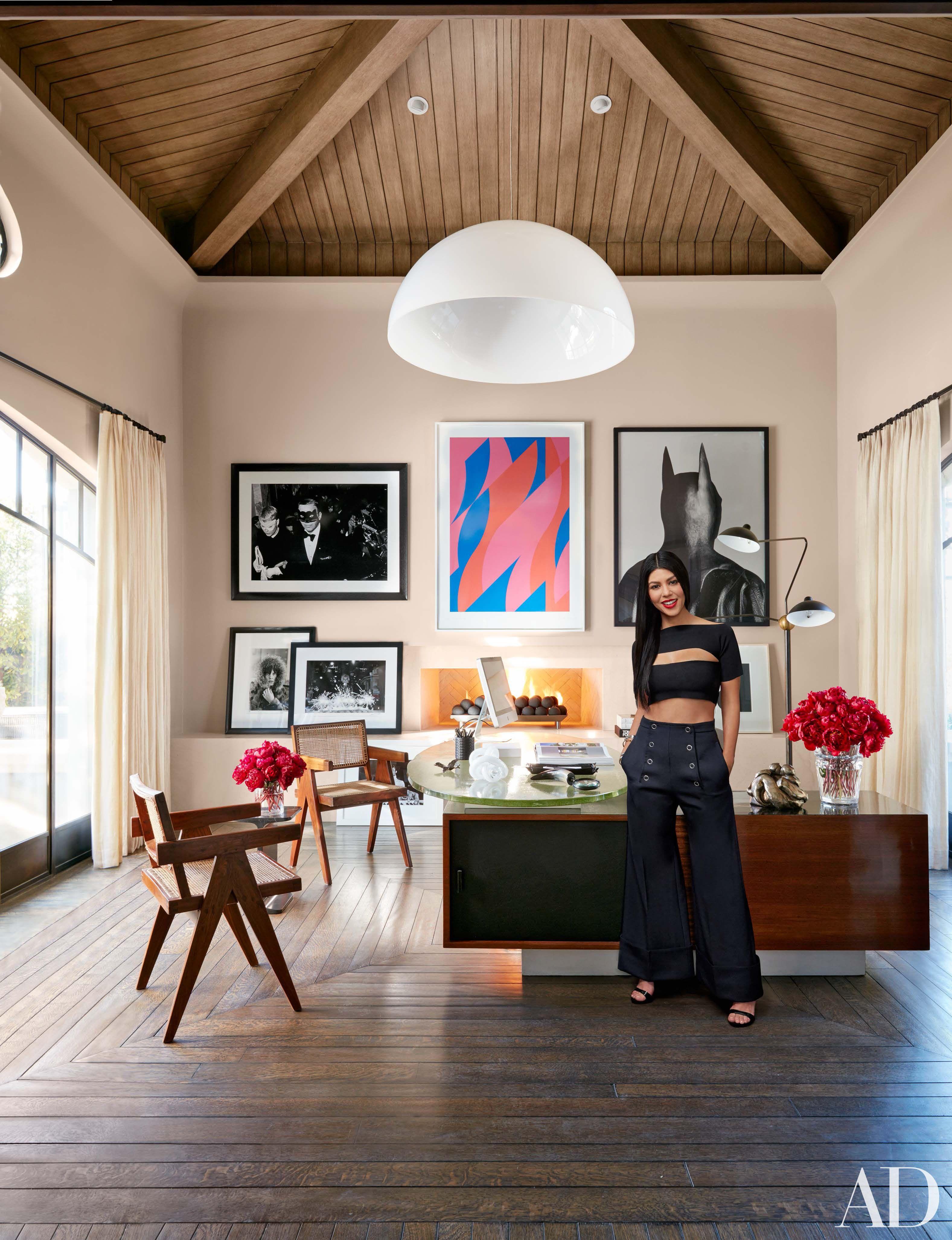 Khloe And Kourtney Kardashian Realize Their Dream Homes In California Kourtney Kardashian House Celebrity Houses Kardashian Home Khloe k living room