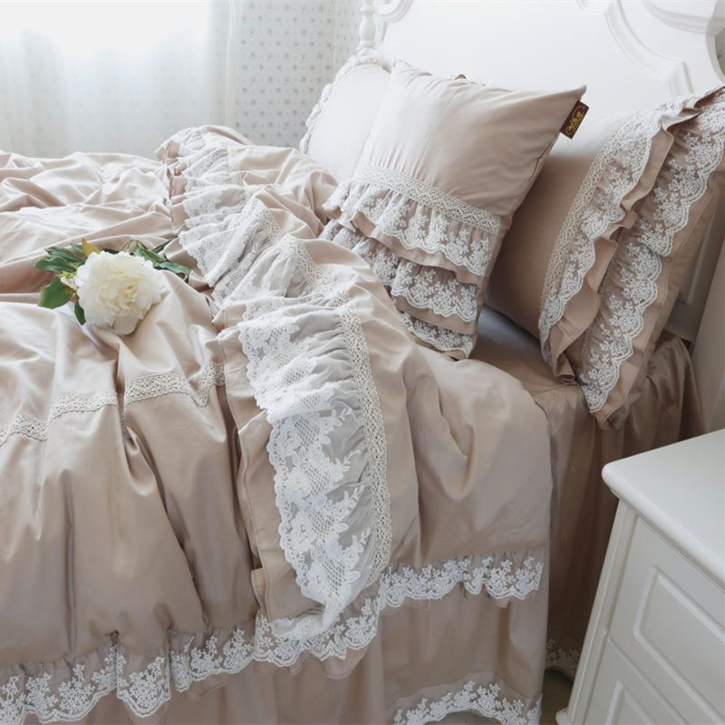 Luxury embroidery wedding bedding set lace ruffle duvet for Frilly bedspreads