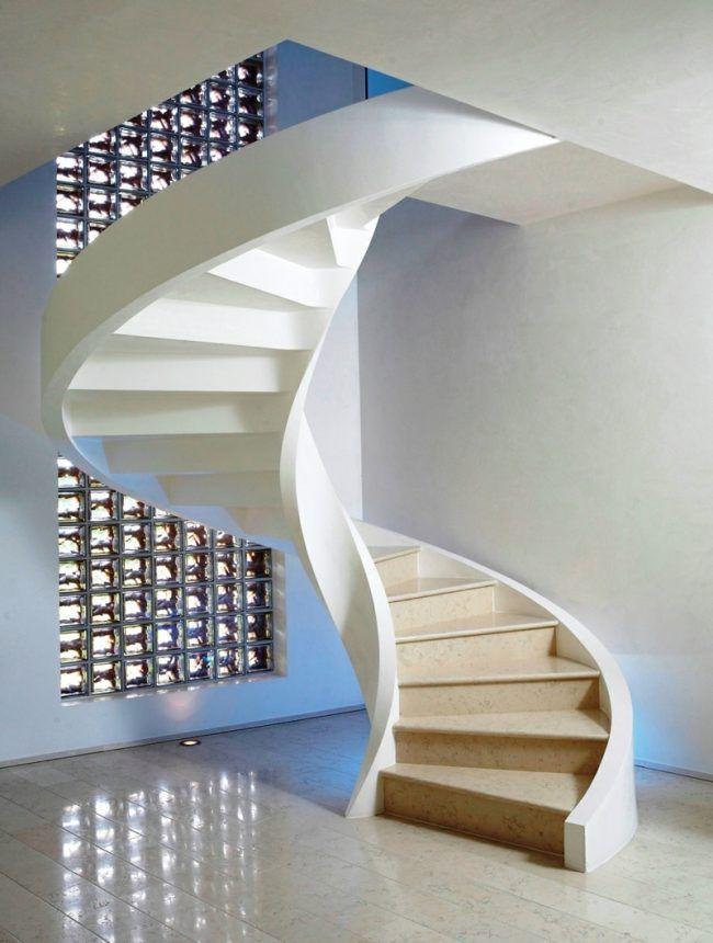 wendeltreppe design minimalistisch beton holz wandgestaltung glas - treppen wand gestalten