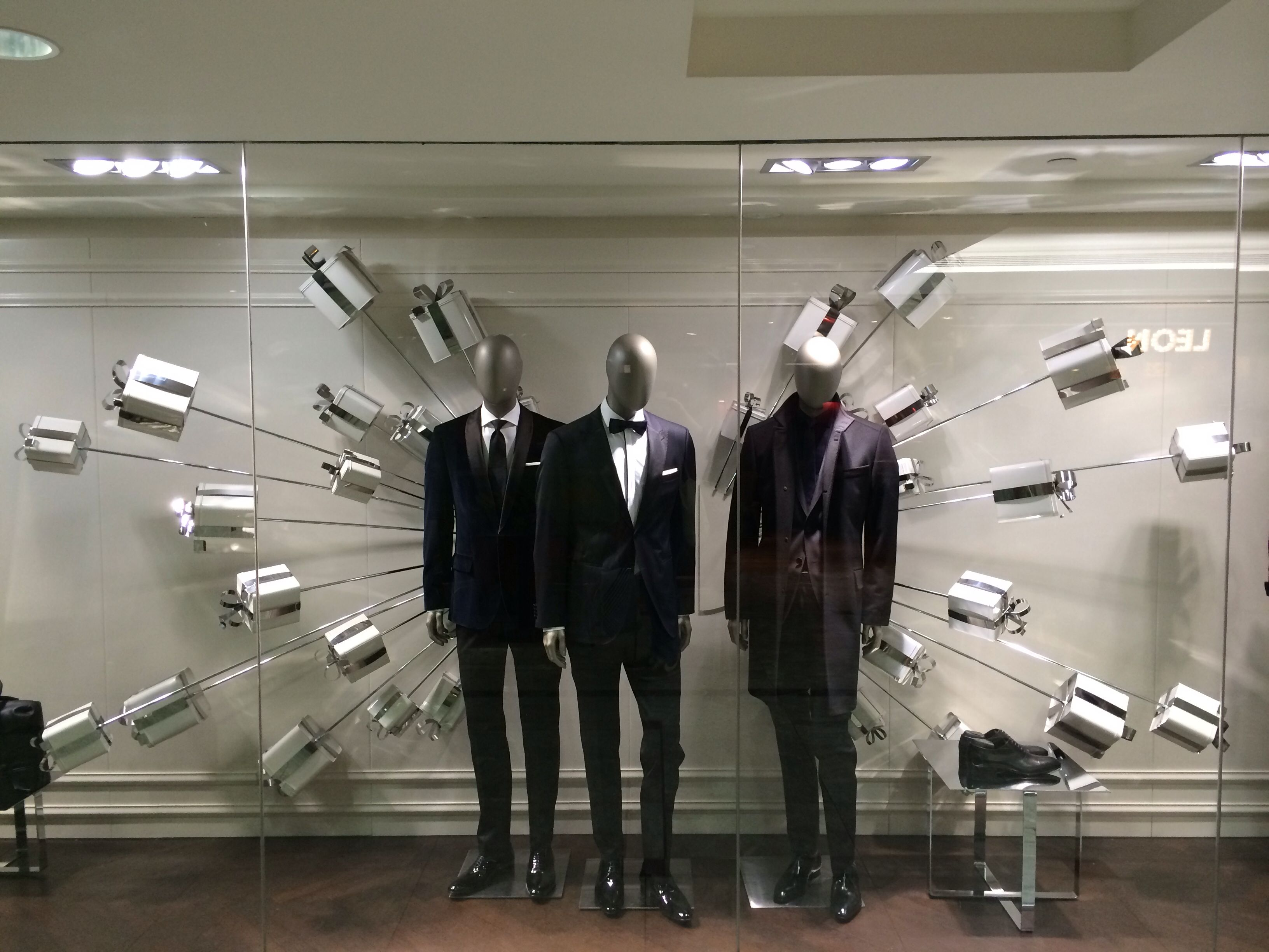 9b06349a5 Hugo Boss | Xmas stolen ideas visual merchandising for front of store  masculine