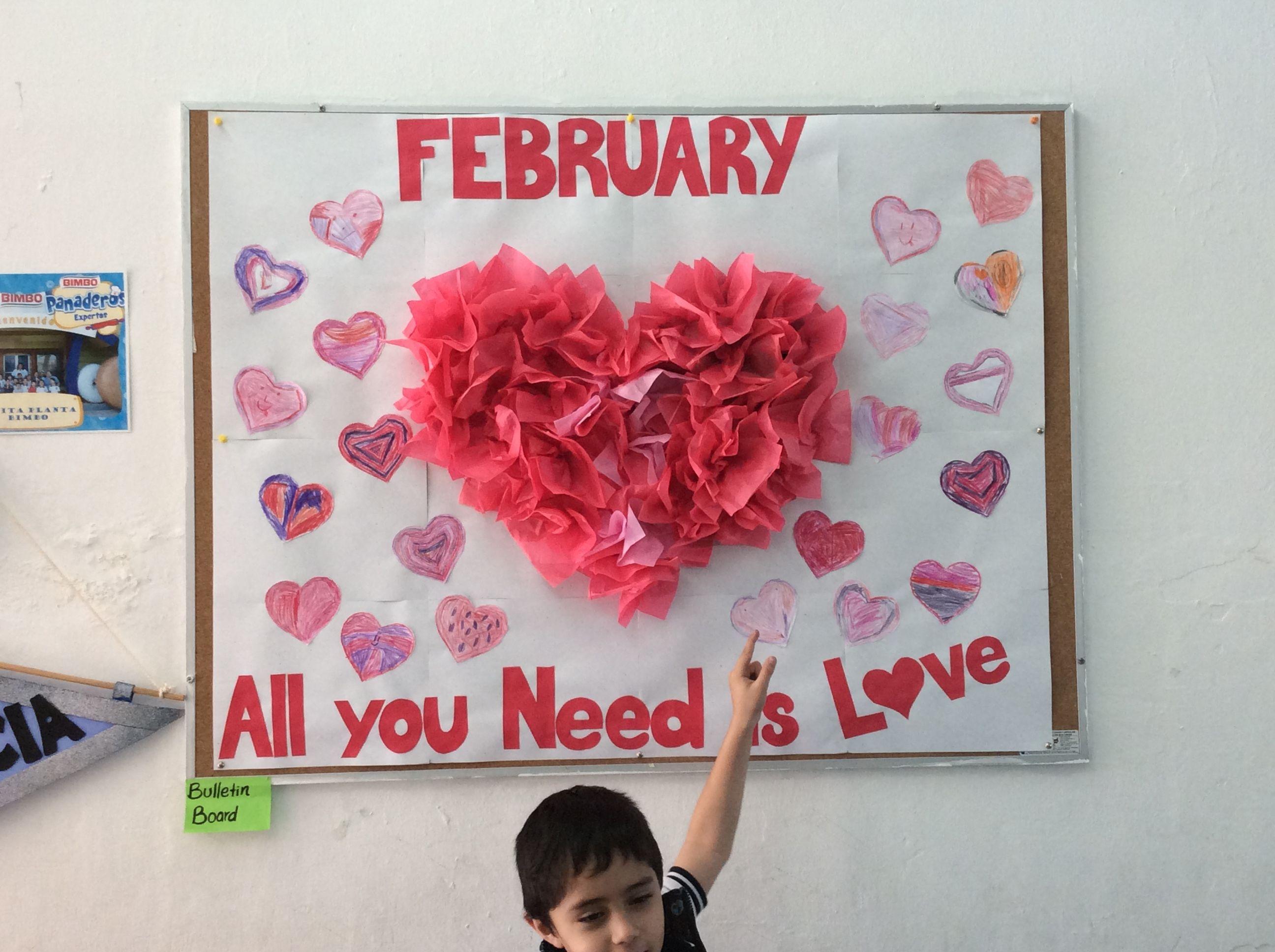 Mural de san valent n bulletin board valentine 39 s day mi for Puertas decoradas para 14 de febrero