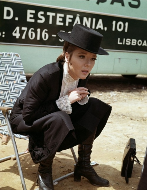Diana Rigg 1969 (tournage au Portugal) : Au service secret de Sa Majesté (On Her Majesty's Secret Service) : Comtesse Teresa (Tracy) di Vincenzo