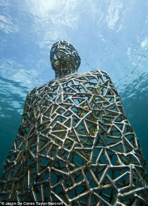 A Real Life Atlantis British Artist Creates Stunning Sculpture City Under The Sea Off Mexico Underwater Sculpture Art British Artist