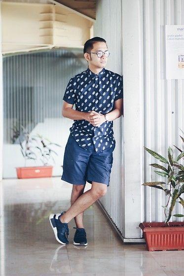 topman maglietta, pantaloncini uniqlo, nmd adidas marina umore vestito per lui