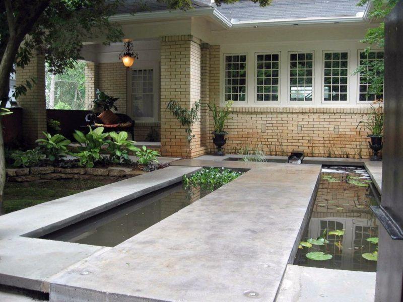 dieser garten teich besitzt gleichzeitig einen weg zur terrasse, Gartenarbeit ideen