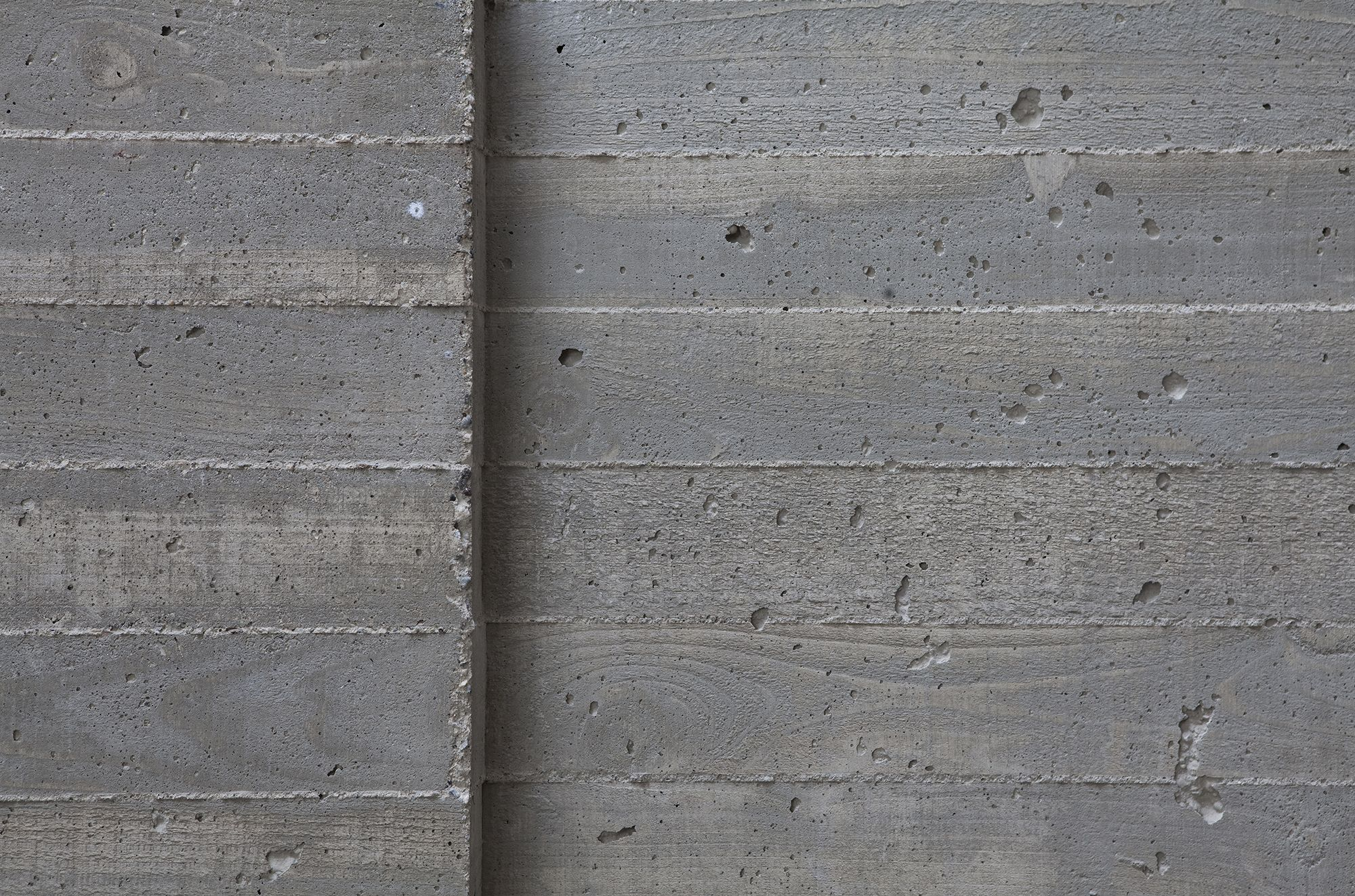 A board formed finish is achieved by casting thin concrete How to finish a concrete wall