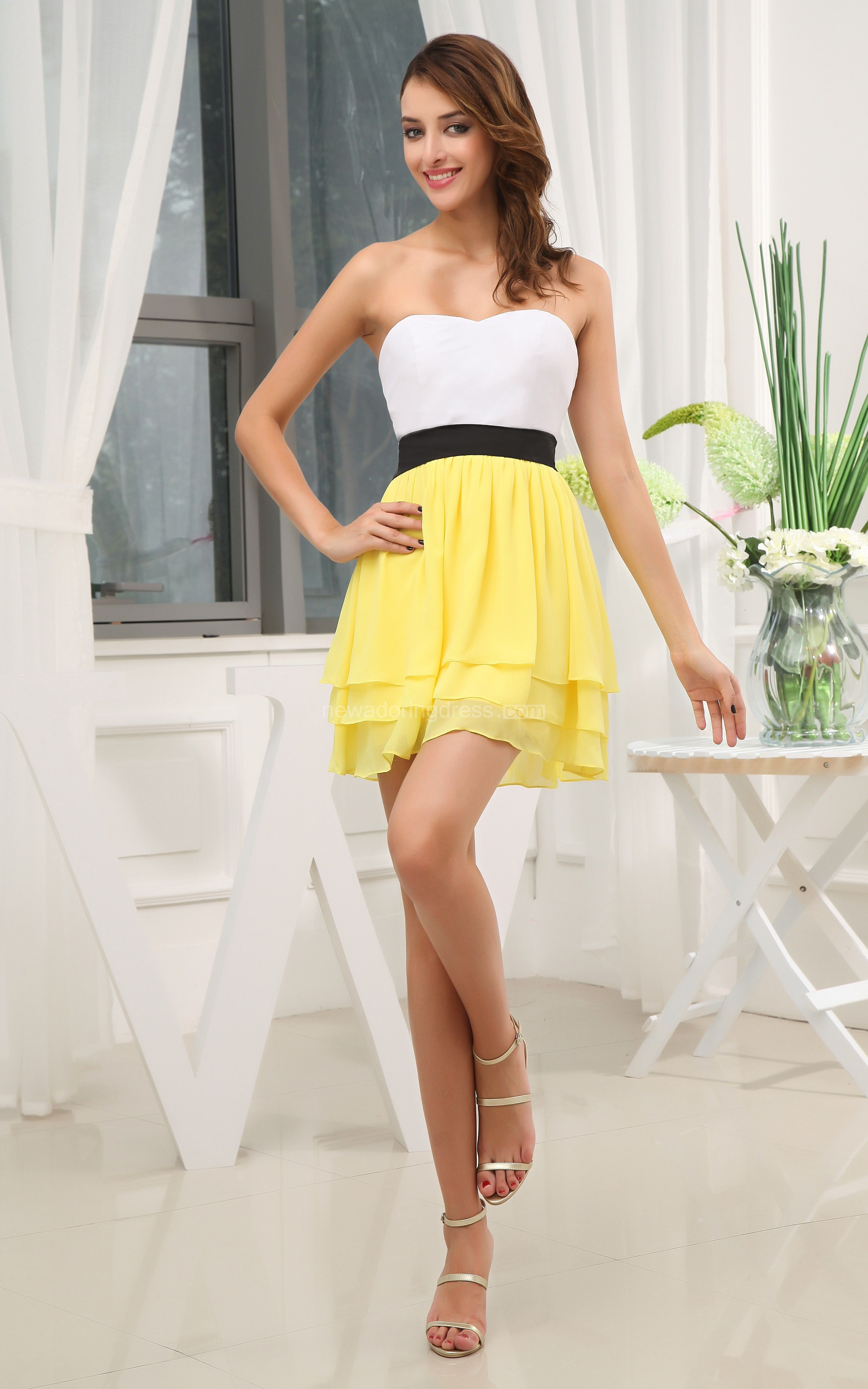 Mutecolor strapless short dress with tiers homecoming dresses