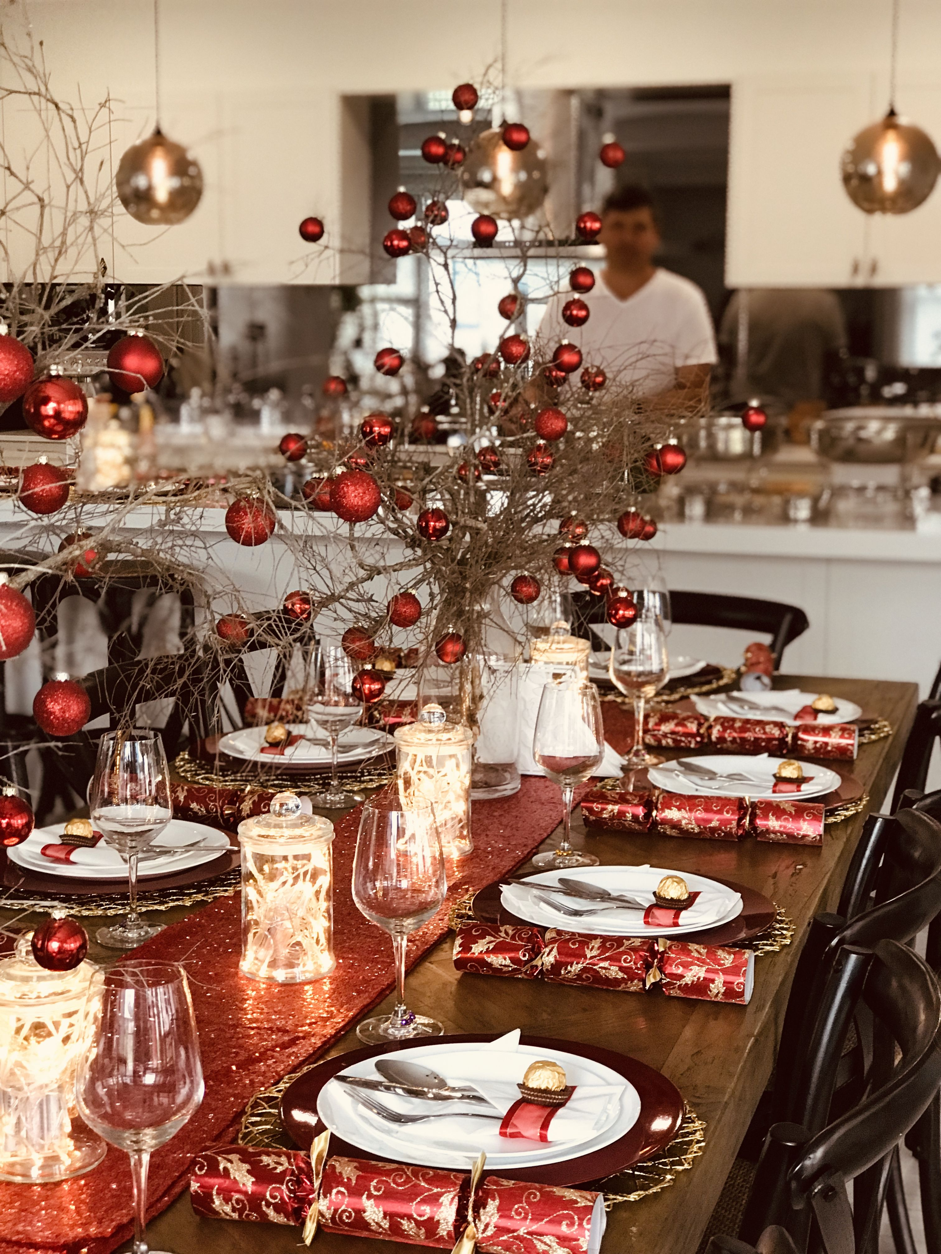 Christmas Table Setting With Gold Placemats Red Charger Plates Christmas Dinner Table Christmas Table Christmas Table Settings