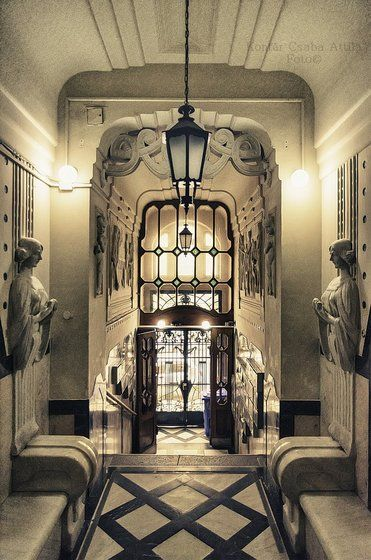 an art nouveau building antr e details budapest hungary kontiki k pe architecture. Black Bedroom Furniture Sets. Home Design Ideas