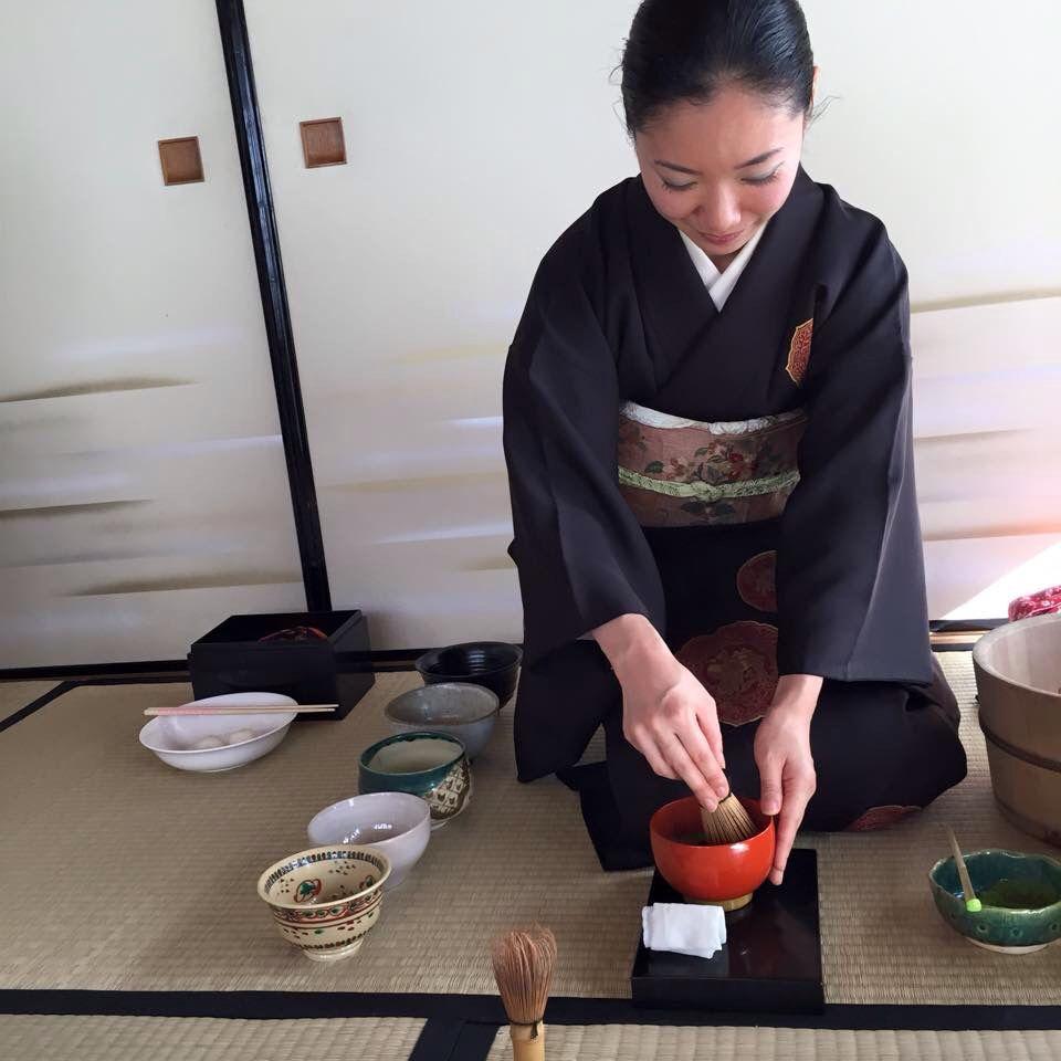 Tea ceremony in camel design kimono and Obi.  #着物 #普段着物 #駱駝