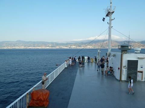 Kompon Messina felé/On the ferry towards Messina