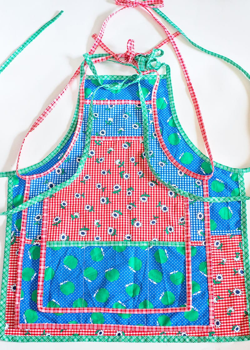 Free Apron Pattern (3 sizes toddler/ tween/ adult)