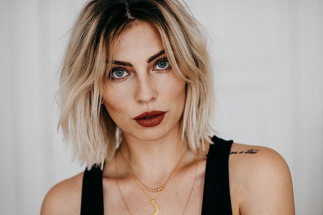 5 Tips For Undone Hair Styles Masha Sedgwick Undone Hair Hair Styles Hair Class