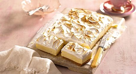 Experience the flavours of cheesecake and lemon meringue pie in one delicious slice. #lemonmeringuecheesecake