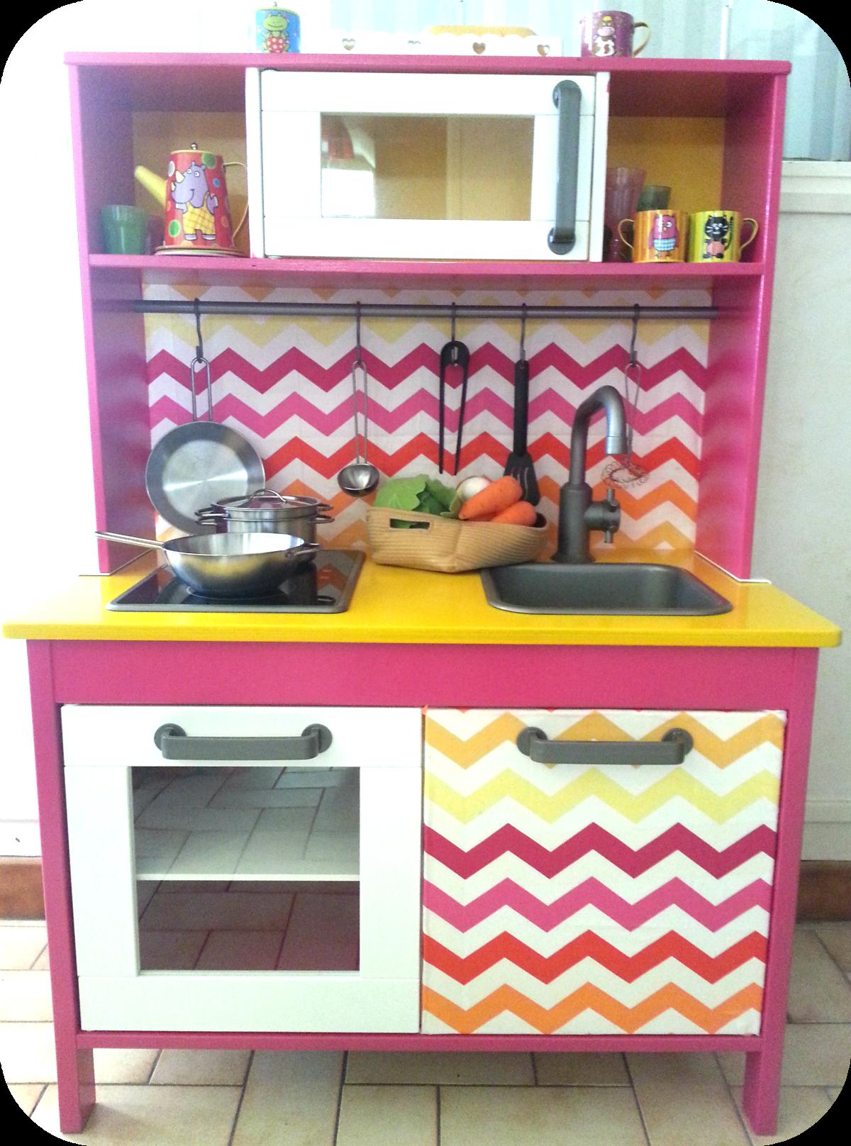 mini cuisine duktig pour petites filles girly play. Black Bedroom Furniture Sets. Home Design Ideas