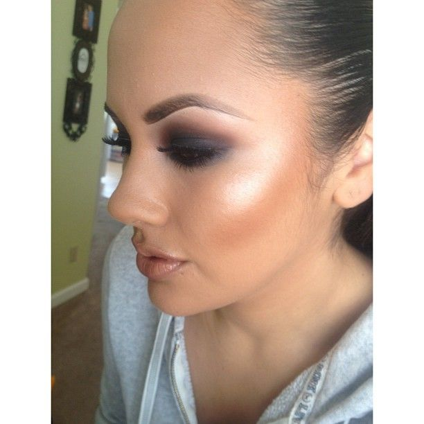 Hey Do You Own Bronzer It Will Really Accentuate Angles And Cheekbones Artistry Makeup Smokey Eye Makeup Eye Makeup