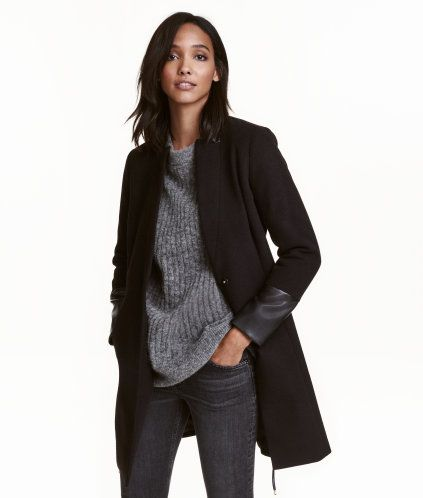 Black. Gently tailored, knee-length coat in felted fabric. Collar, cuffs, and tie belt in imitation leather. Lined.