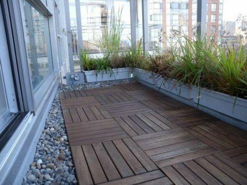 Holzfliesen Verlegen Kieselsteine Terrasse Balkon | Garten ... Auf Dem Balkon Holzfliesen Verlegen