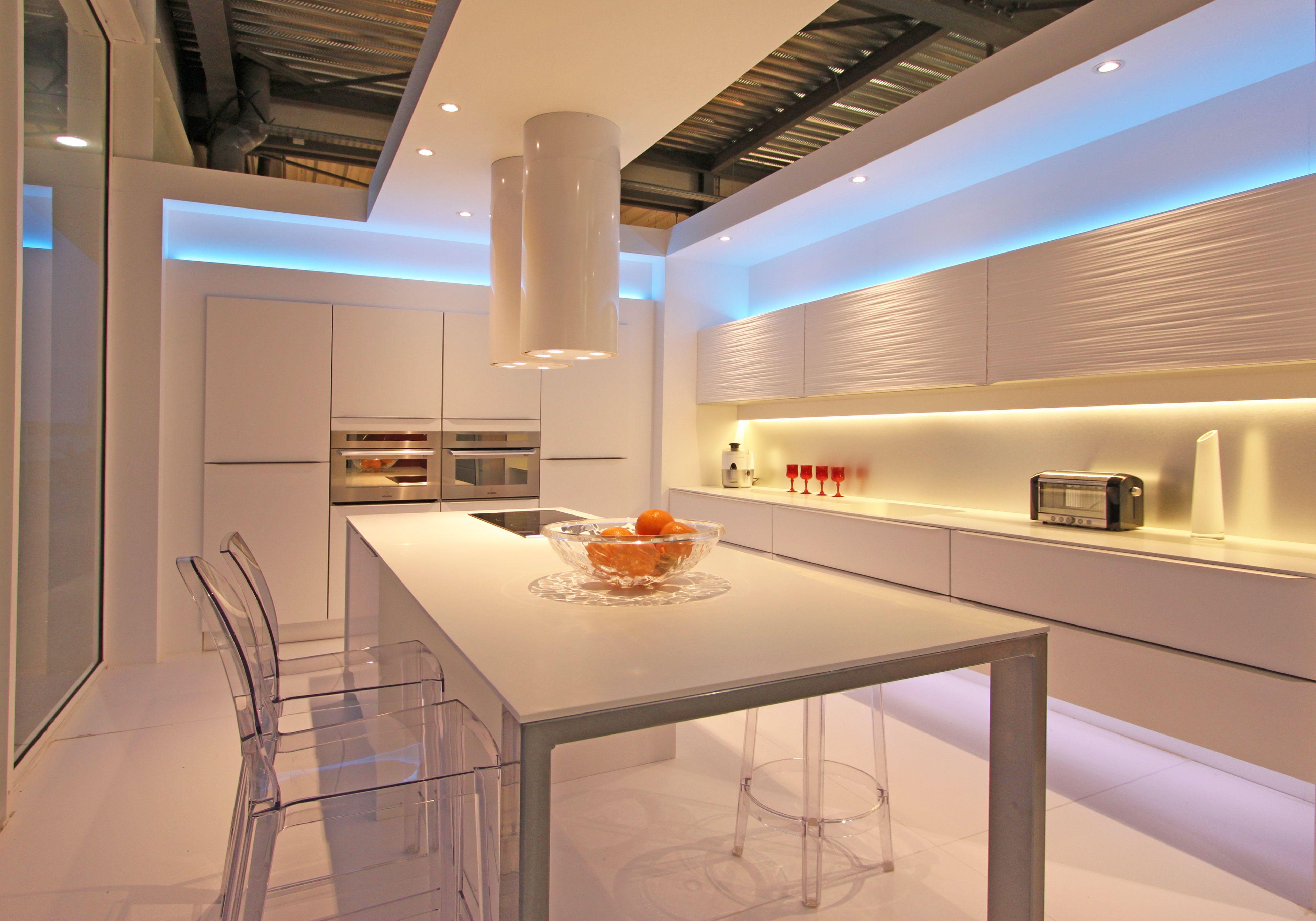 Cuisine design blanche loft led bleu fabrimeuble reims fabriqu en france dans la champagne - Fabricant de cuisine en france ...