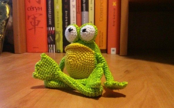 Prince Perry the Amigurumi Frog - PDF crochet pattern by Airali design   368x593