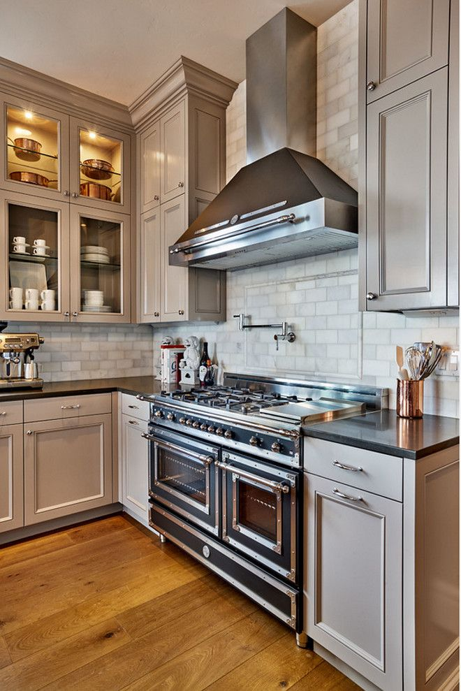 The Kitchen Cabinets Painted In Benjamin Moore Escarpment Looks Stunning With The Black Bertazzoni