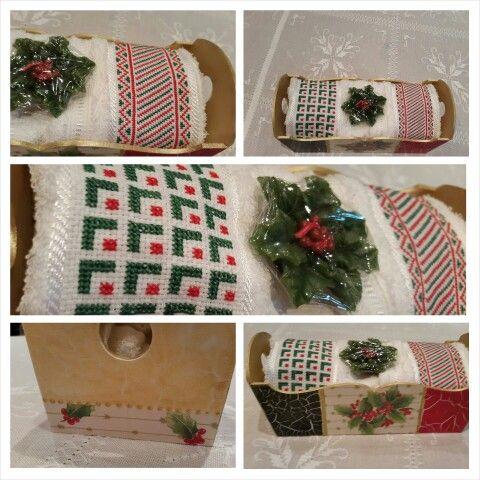 Budinera con decoupage de motivos navideños y craquelado en verde