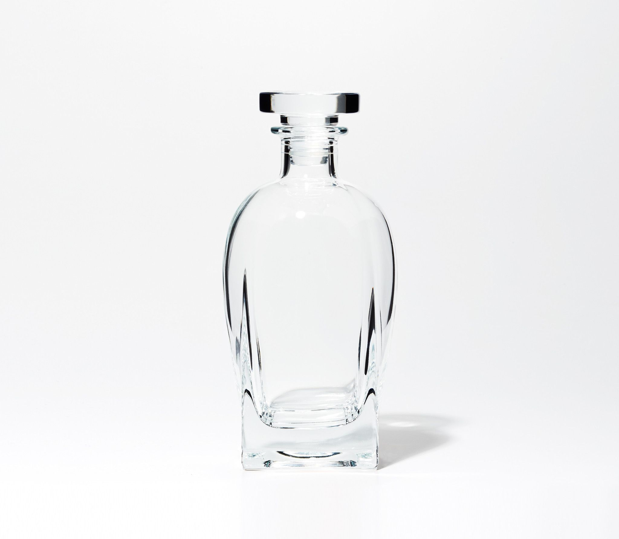 This whiskey set will breathe life into your spirits. Snowe's whiskey decanter and whiskey glasses set add a touch of class to any affair.