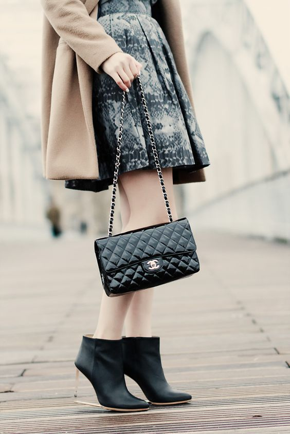 chanel bags 2018. french women show you the best way to wear chanel handbags in 2017 winter | bags 2018