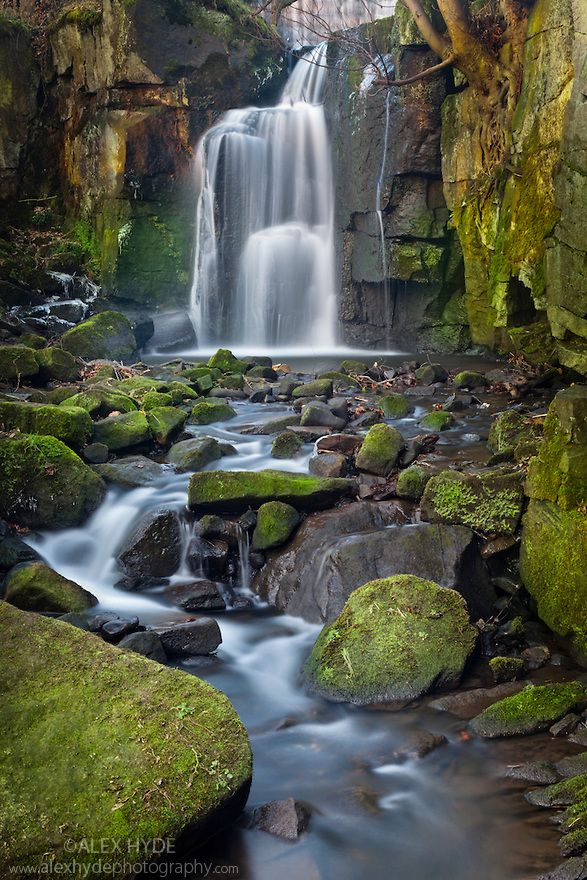 ˚Waterfall tumbling over moss-covered boulders - Derbyshire, UK